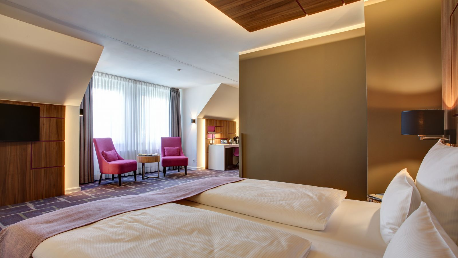Get an overview of the various room categories at the FourSide Hotel Braunschweig
