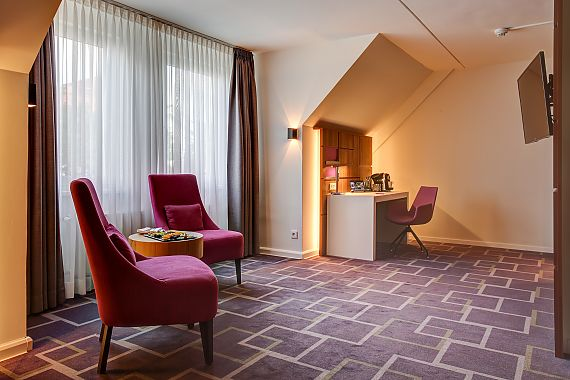 Whether facing the inner courtyard or the city, all of our rooms have quiet locations